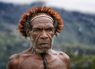 Un hombre Dani (Papua-Nueva Guinea) (foto de Carlo Ottaviano Casana)